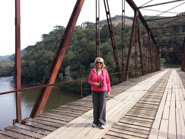 Vanessa at the Iron Bridge of Passo do Inferno