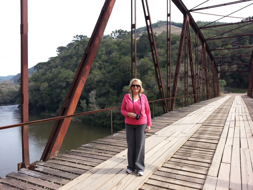 Vanessa at the Iron Bridge of Passo do Inferno