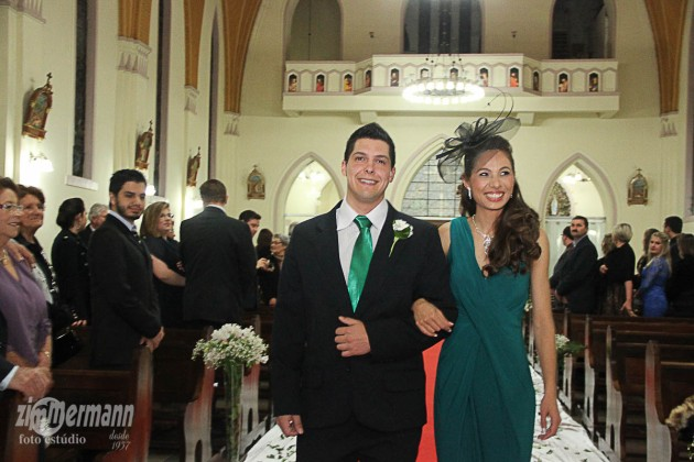 Bride's sister Aline with her partner Marcelo