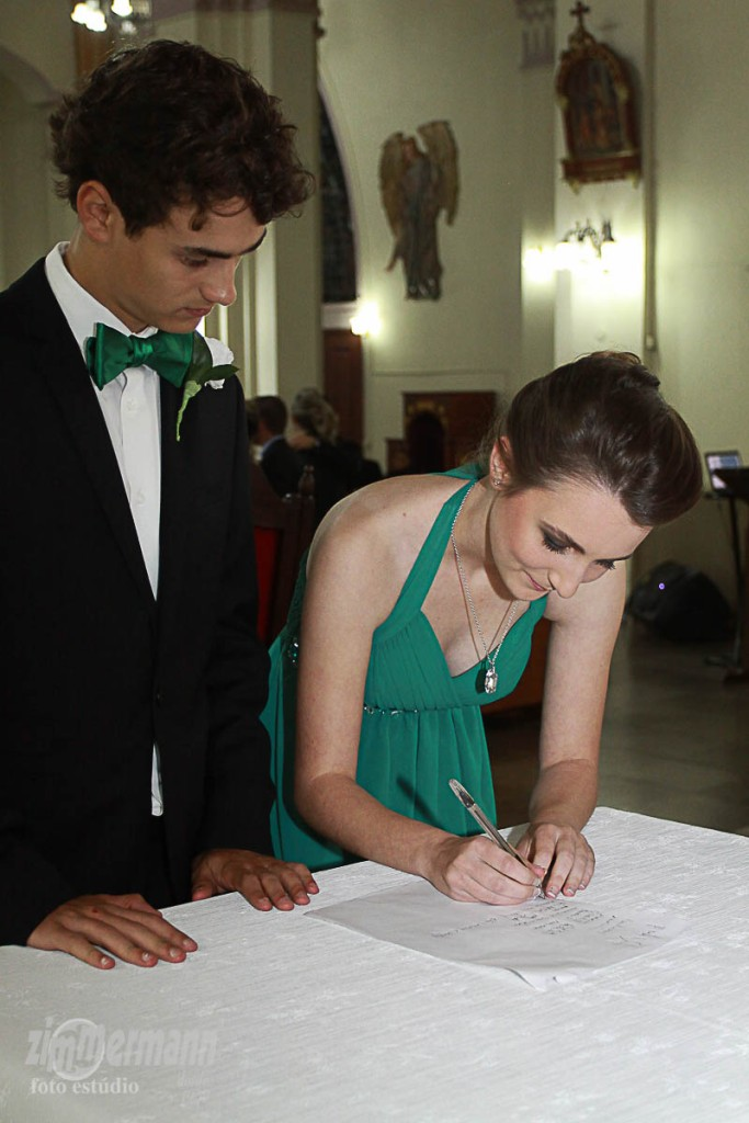 Padrinho and Madrinha signing as witnesses
