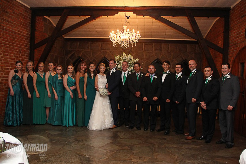 Bride and Groom with all their Padrinhos e Madrinhas
